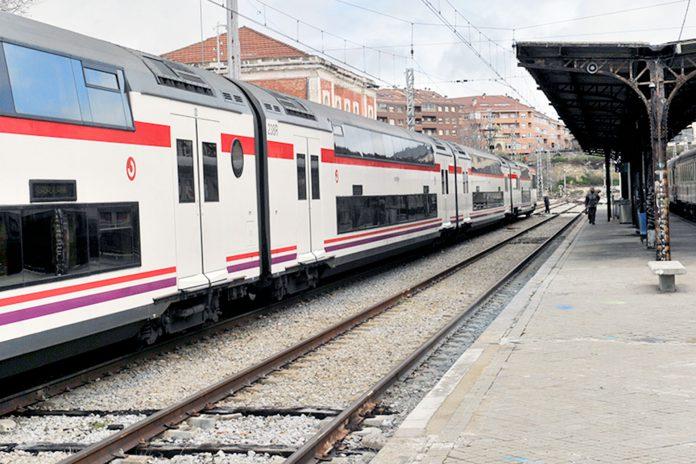 Estacion Tren Cercanias Saliendo