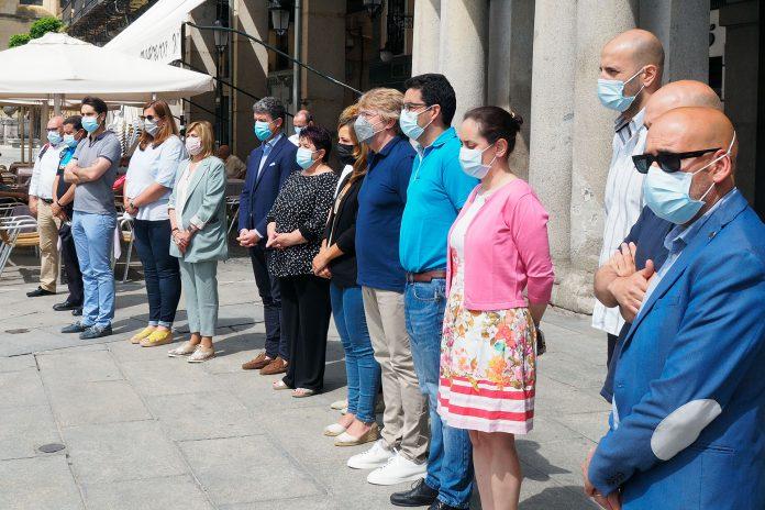Minuto Silencio Asesinato Ninas Tenerife Ayuntamiento KAM8848