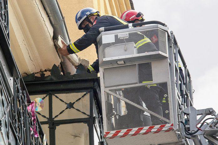 bomberos plaza mayor cornisa cascotes 7