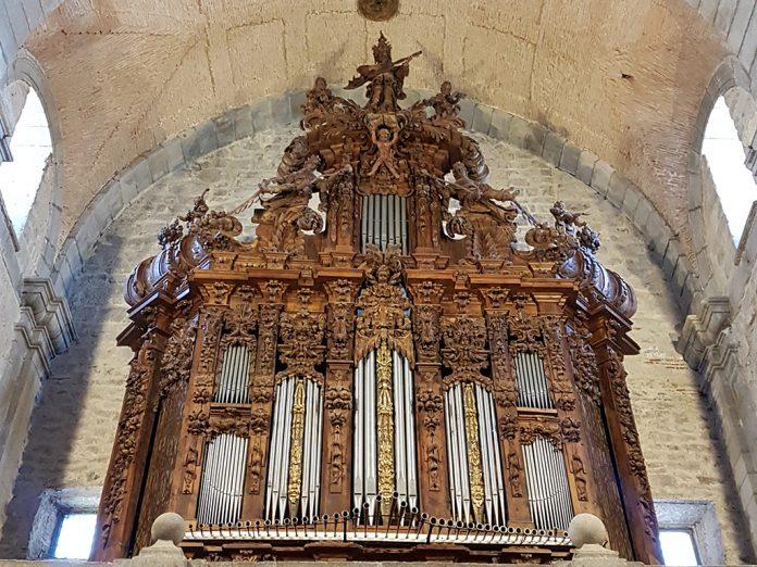 el espinar iglesia organo