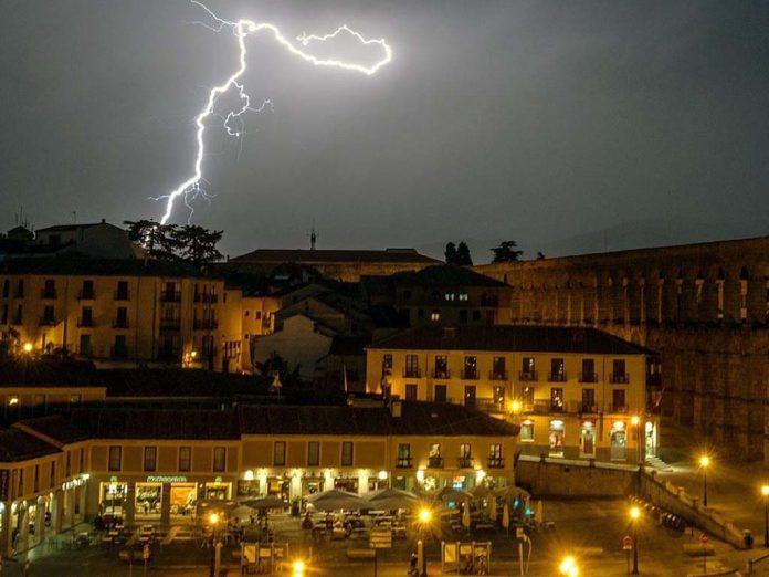 tormenta segovia rayo acueducto