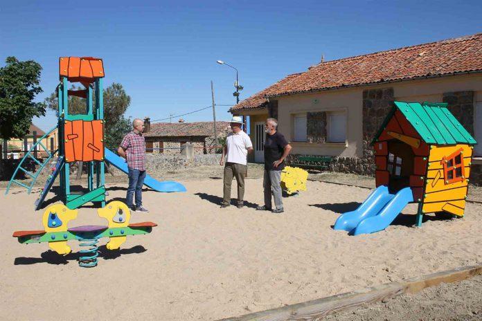10 02 WEB Renovacion area juego infantil en Revenga