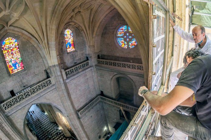Catedral Vidriera NVI Coronacion Virgen Restauracion HDR08