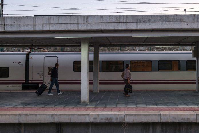 Estacion Guiomar Tren Alvia Avant KAM1458
