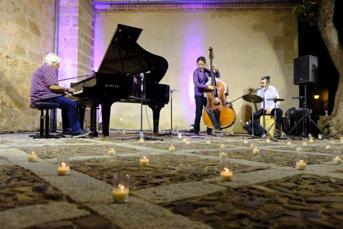 Noche Blanco y Negro Riaza Piano