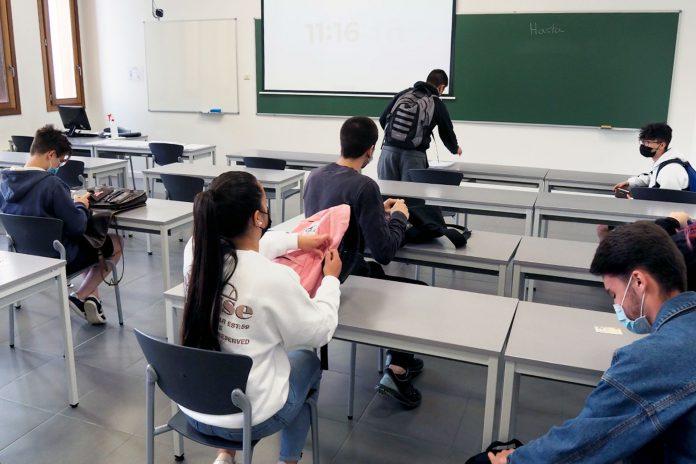 La prueba extraordinaria de la EBAU se celebró en única sede: el Campus María Zambrano de la UVa. / KAMARERO