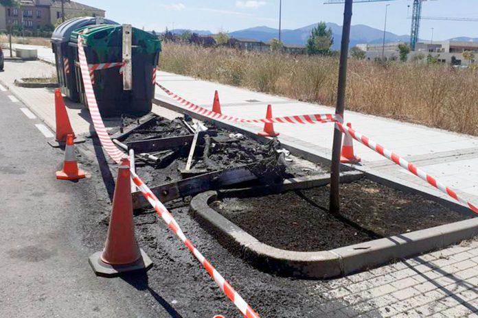 contenedores quemados calle Sexmo Lozoya vandalismo