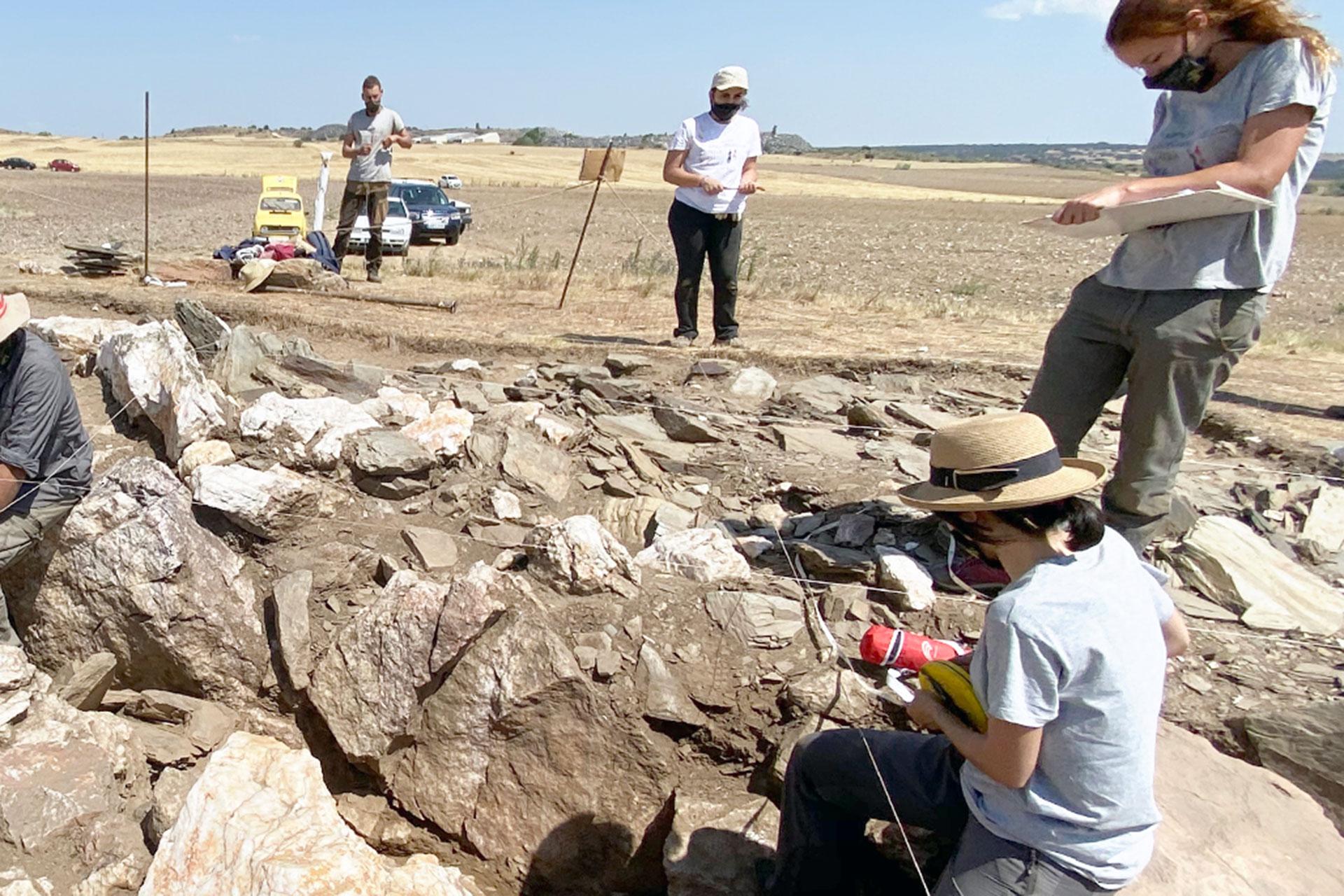 diputacion bernardos visita excavacion Dolmen Santa Ines