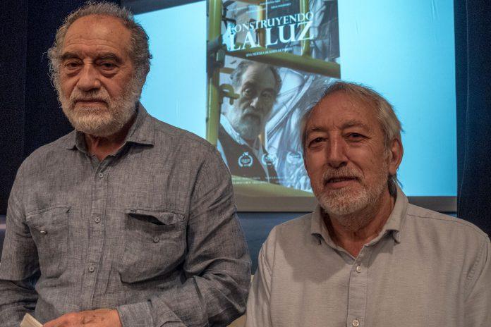 Carlos Muñoz de Pablos y Eliseo de Pablos, en la presentación del audiovisual en el Teatro Juan Bravo. Kamarero.