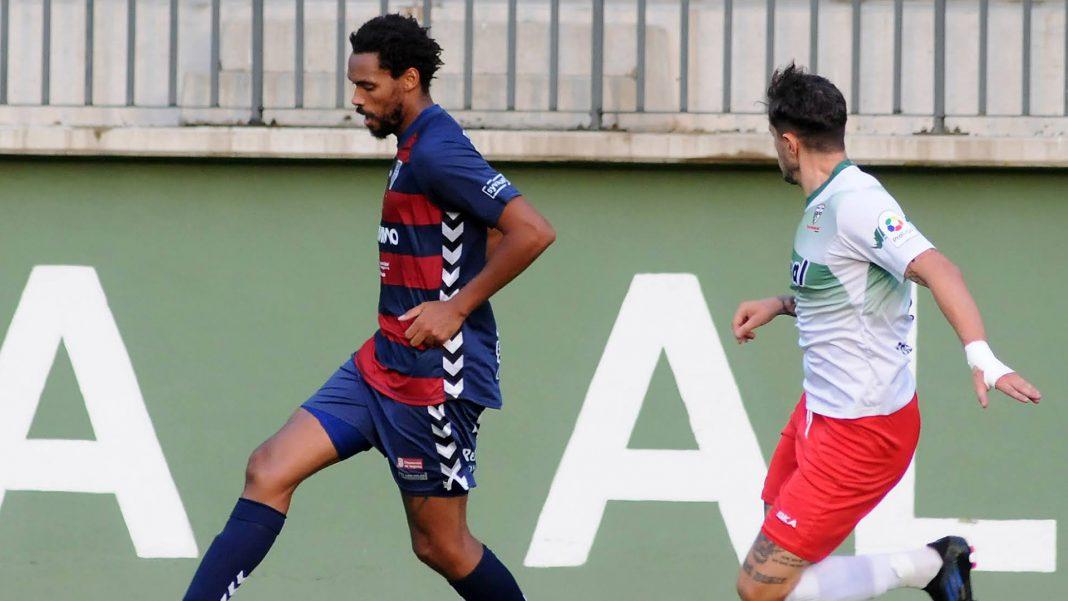 Rui, durante un partido ante Las Rozas, no jugará con la Segoviana la primera jornada de Liga. / JUAN MARTÍN-G. SEGOVIANA