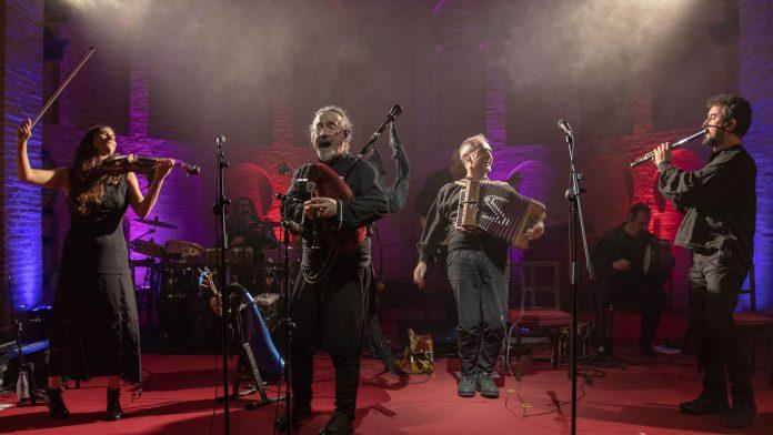 Un momento de la actuación de Luar Na Lubre en un concierto./ TONI SEGUIDO
