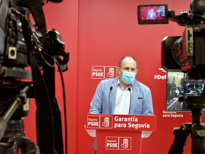 Aceves durante una intervención en la sede del PSOE en Segovia. / EL ADELANTADO