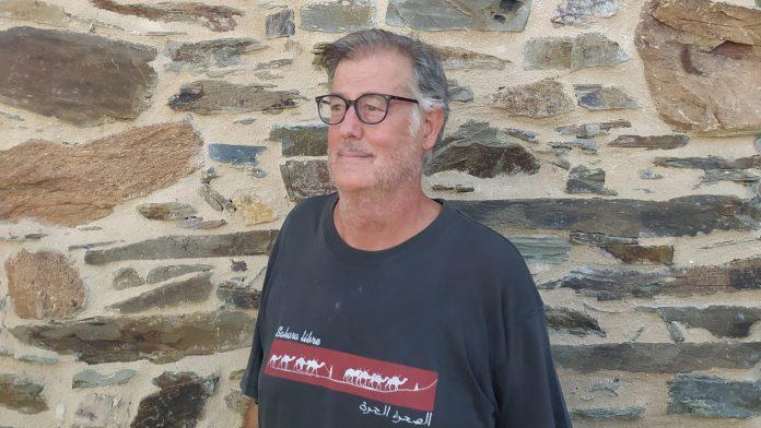 Paco Gozalo con una camiseta de apoyo a un Sáhara Libre. / EL ADELANTADO