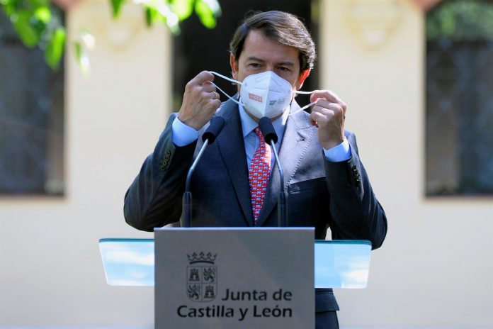 El presidente de la Junta de Castilla y León, Alfonso Fernández Mañueco, durante una rueda de prensa. EFE/NACHO GALLEGO