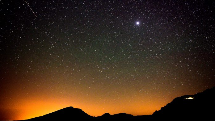 El brillo de algunas de las perseidas puede ser tan luminoso como el de la luna llena