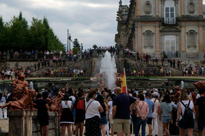 El recorrido por las fuentes del Palacio Real de La Granja comenzó en la espectacular de La Selva. /KAMARERO