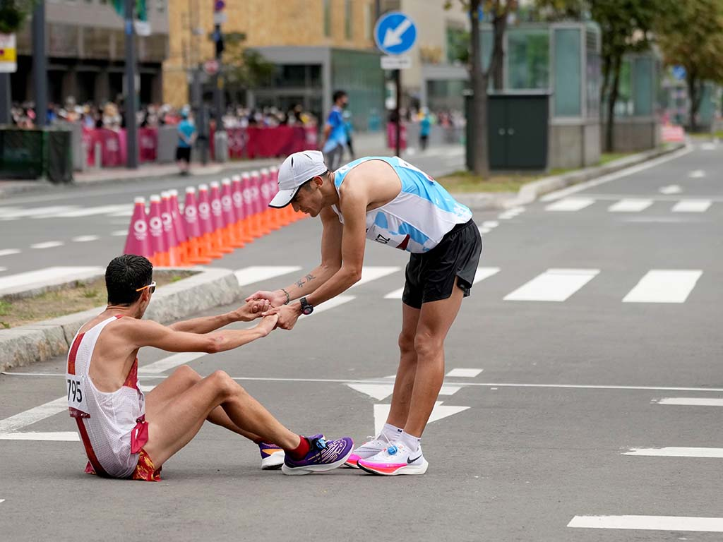 caida de javi guerra maraton de sapporo olimpiadas