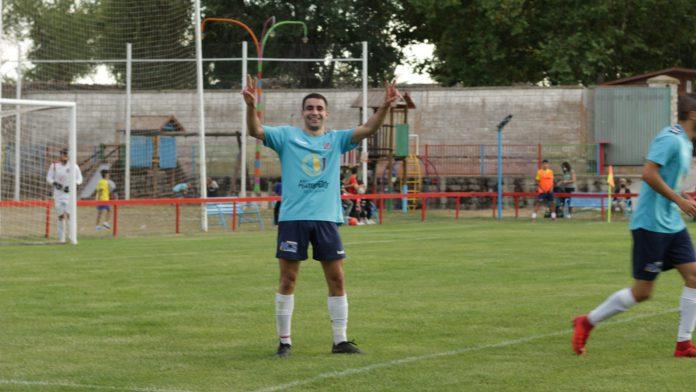 Jorge Hernando celebra el segundo gol conseguido por el Turégano ante el Tardelcuende./ TURÉGANO CF