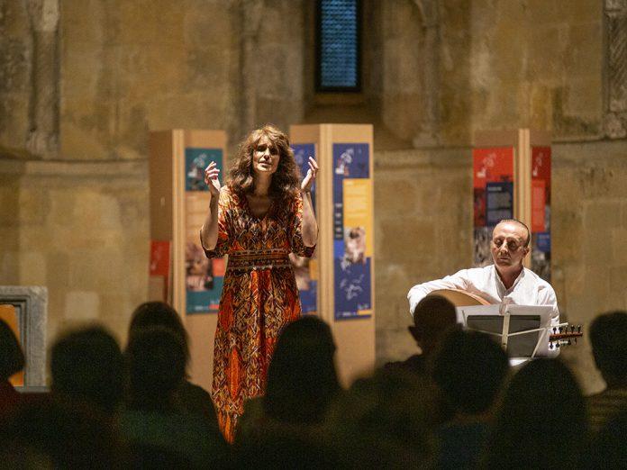 Un momento de la actuación de Linda Al Ahmed en San Juan de los Caballeros. / NEREA LLORENTE