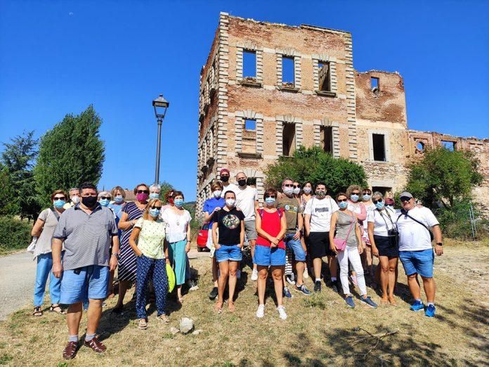 Los cuarenta y ocho participantes de la novena salida disfrutaron de un paseo por el Real Sitio de San Ildefonso. / EL ADELANTADO