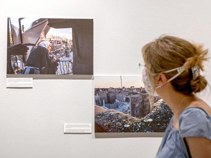 El público podrá visitar la exposición 'Existir es resistir', de la fotoperiodista Maysun Abu-Khdeir, hasta el próximo 4 de octubre. / NEREA LLORENTE