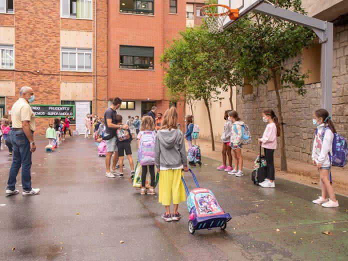 El objetivo principal de los centros educativos es mantener la presencialidad en todas las etapas, con prioridad para los estudiantes de menor edad. / NEREA LLORENTE