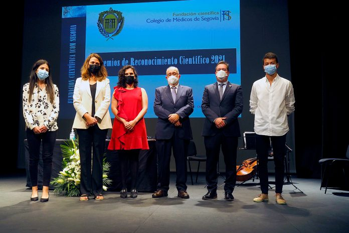 Colegio Medicos Premios Reconocimiento Cientifico KAM0519