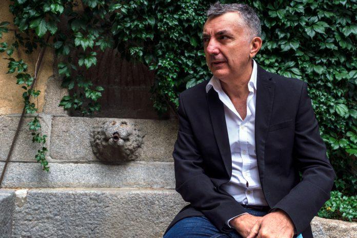 Vilas se convirtió en uno de los autores más leídos, no solo en español, con su novela 'Ordesa' (2018). / KAMARERO