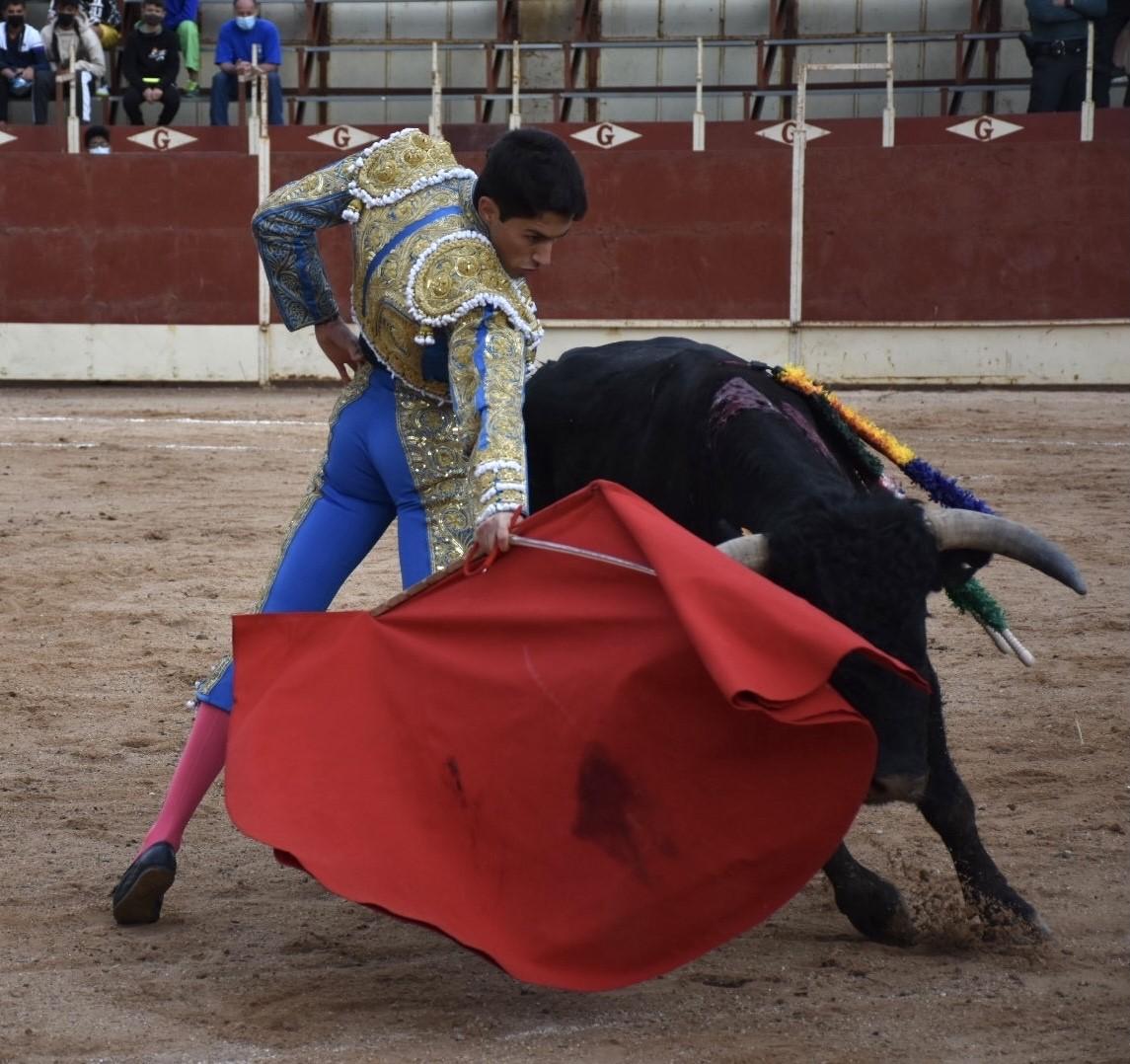 Derechazo de Jorge Molina. / A.M.