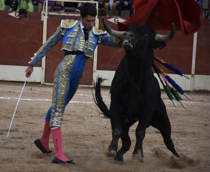 Pase de pecho de Jorge Molina. / A.M.