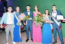 La reina de las fiestas 2021 Sandra Yuste, junto con el rey Pedro Herrero y los alfiles y damas. / A.M.