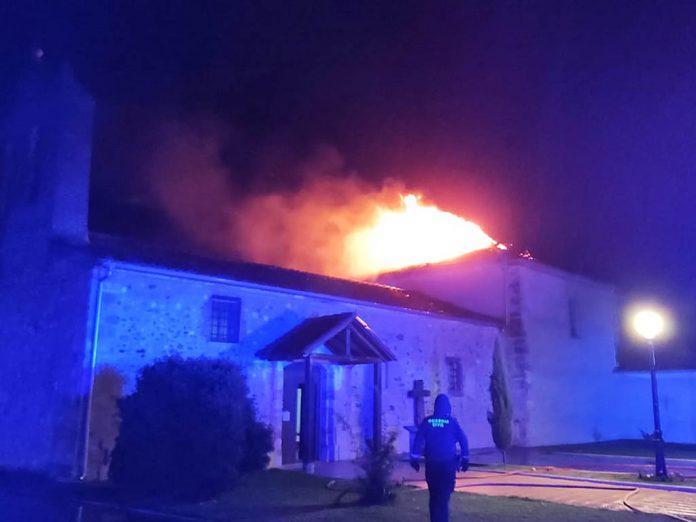 tejado iglesia otonos de benjumea incendio tormenta