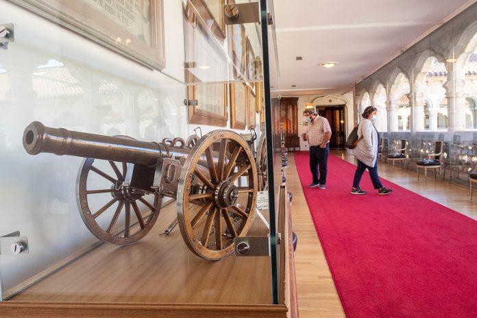La Comandancia Militar de Segovia organizó ayer una jornada de puertas abiertas en la Academia de Artillería. / KAMARERO