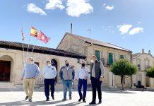 Miguel Angel de Vicente a la derecha durante su visita a la comarca de El Carracillo